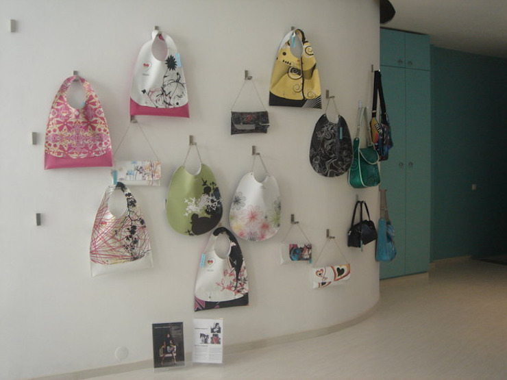 Zona de exposição de malas por Traço Magenta - Design de Interiores Moderno