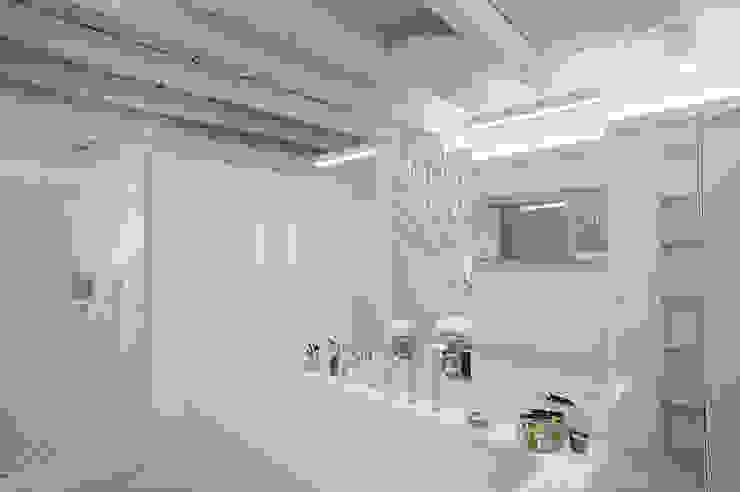 Minimalist style bathroom by bdastudio Minimalist