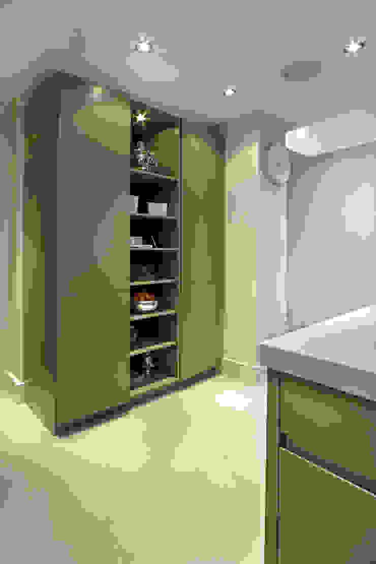 Grey Kitchen with Island Modern kitchen by Elan Kitchens Modern