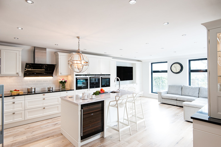 Urban Theme Bristol White Modern kitchen by Urban Myth Modern