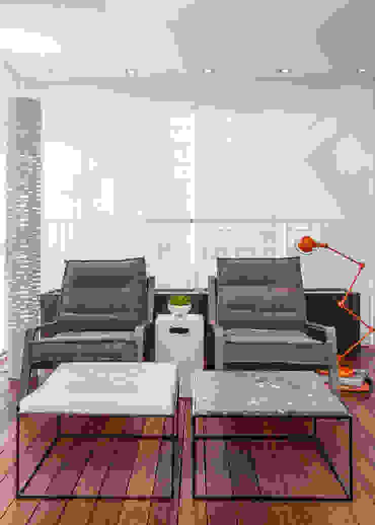 Apartamento RC Varandas, alpendres e terraços minimalistas por Très Arquitetura Minimalista