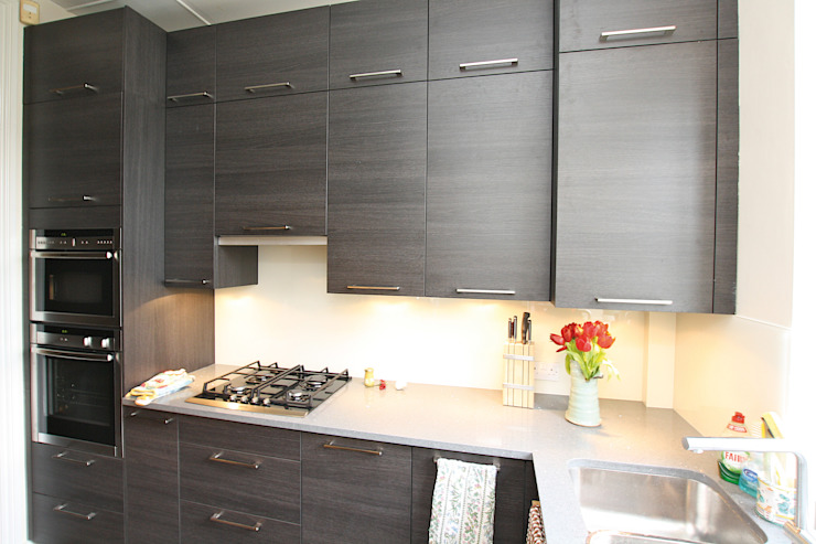 ​Small dark wood kitchen design LWK London Kitchens Moderne Küchen