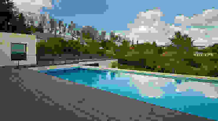 Zona del nuevo garaje habilitando una piscina Casas de estilo moderno de DECONS GKAO S.L. Moderno