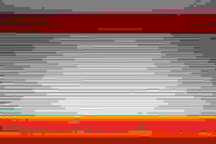 Detalle de acabado del garaje Casas de estilo moderno de DECONS GKAO S.L. Moderno