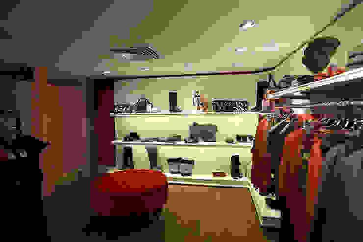upstairs killah shoes area Pasquale Mariani Architetto Spazi commerciali in stile eclettico