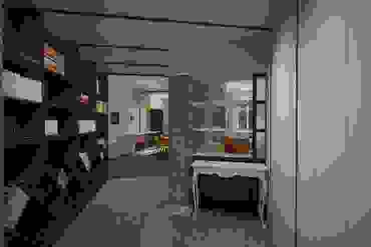ingresso Pasquale Mariani Architetto Ingresso, Corridoio & Scale in stile eclettico