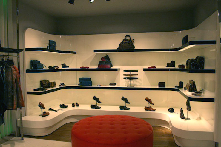 shoes and accessories area Pasquale Mariani Architetto Negozi & Locali commerciali in stile eclettico