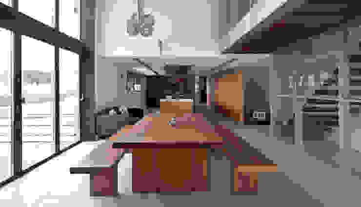 The Long Barn Moderne eetkamers van Tye Architects Modern