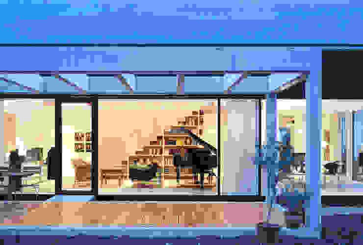 스칸디나비아 주택 by Bohn Architekten GbR 북유럽