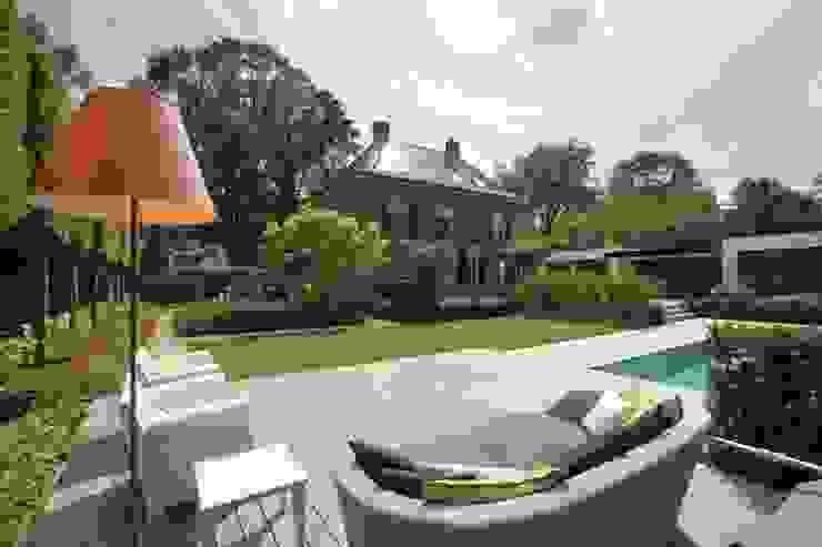 Klassiek ontmoet modern Moderne tuinen van Stoop Tuinen Modern