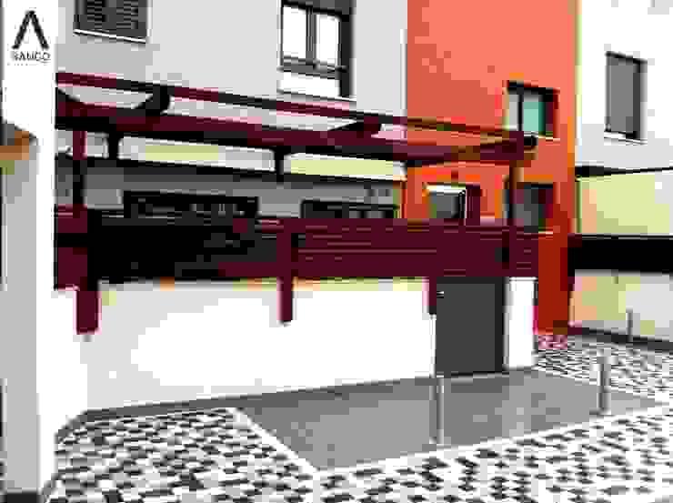 Pérgolas en residencial Balcones y terrazas de estilo minimalista de SAUCO DESIGN S.L. Minimalista