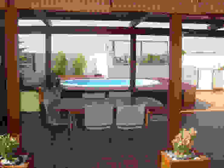 Adecuación de ático Balcones y terrazas de estilo mediterráneo de SAUCO DESIGN S.L. Mediterráneo