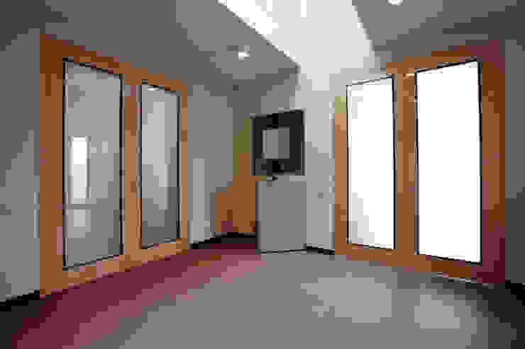 Прихожая холл Коридор, прихожая и лестница в модерн стиле от homify Модерн