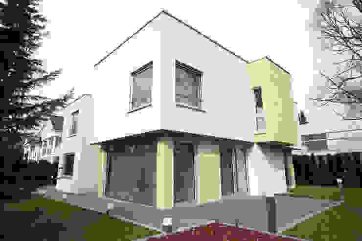 Дом вилла в Германии, г. Кронберг общий вид Дома в стиле модерн от homify Модерн
