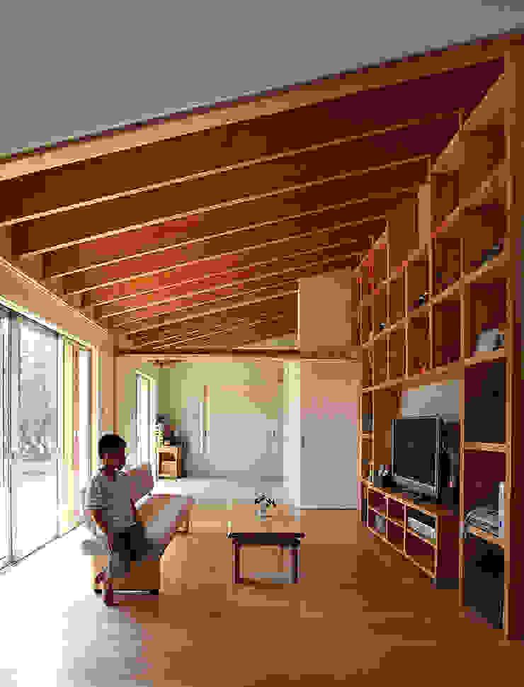 一色白山の家/house of isshikihakusan 北欧デザインの リビング の haco建築設計事務所 北欧
