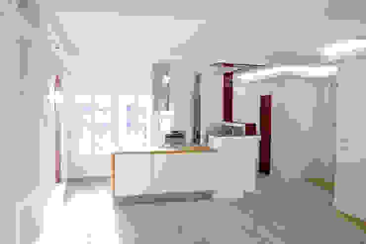 Cuisine ouverte sur la salle à manger Cuisine moderne par Ateliers Safouane Moderne