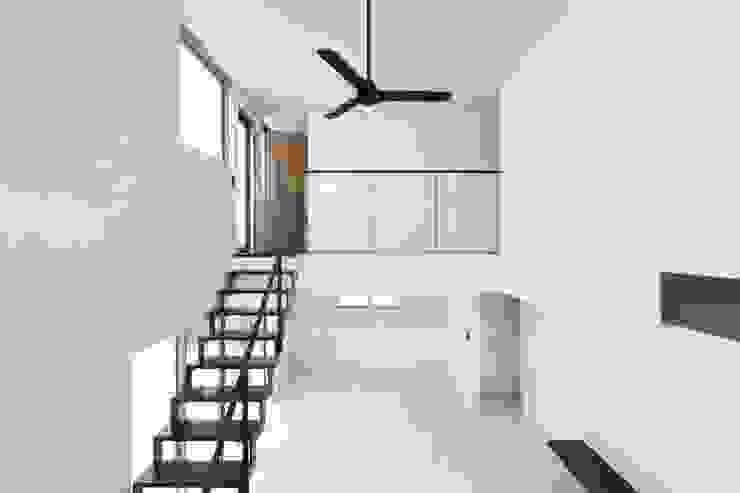 若草の家 モダンデザインの リビング の KOBAYASHI ARCHITECTS STUDIO モダン