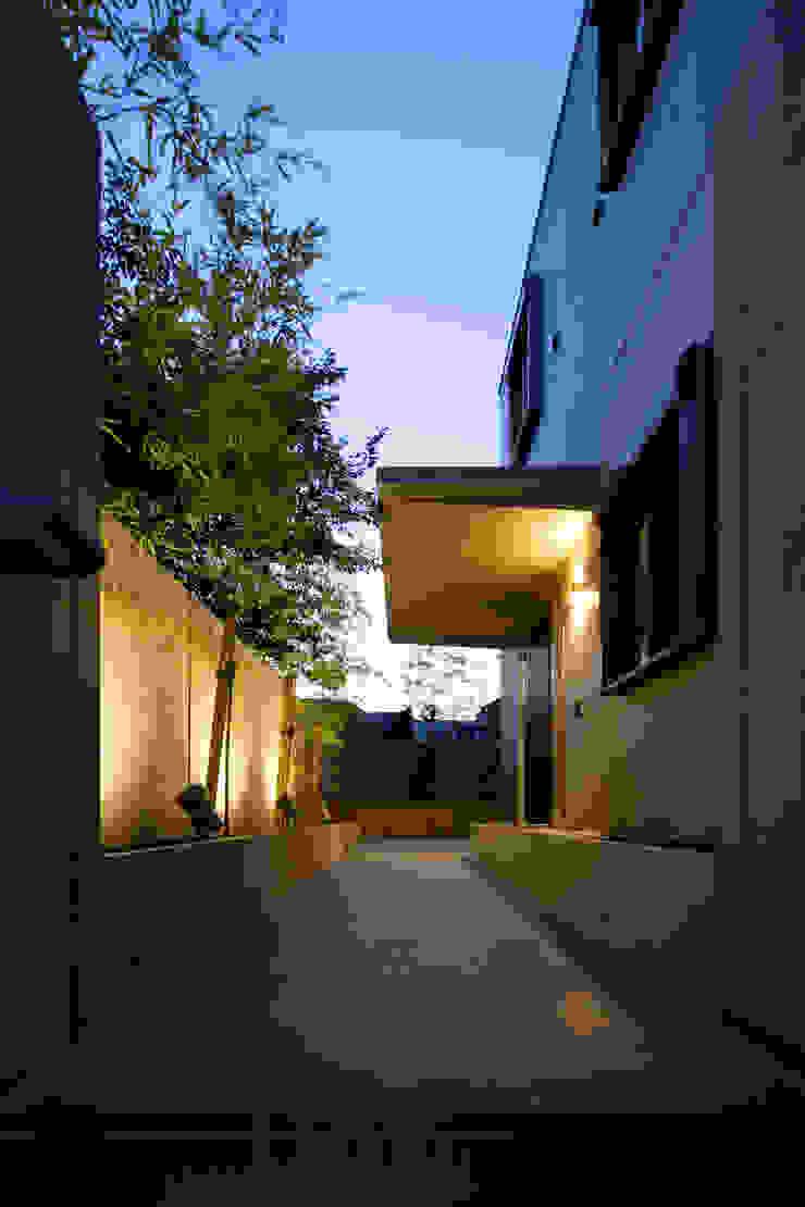 Jardins modernos por 鈴木賢建築設計事務所/SATOSHI SUZUKI ARCHITECT OFFICE Moderno