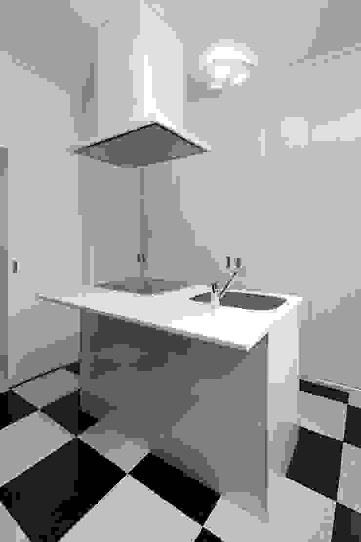 Cozinhas modernas por 鈴木賢建築設計事務所/SATOSHI SUZUKI ARCHITECT OFFICE Moderno