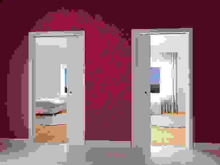 Casoneto mod. Giotto Puertas y ventanas modernas de PUERTAS CALVENTE S.C.P. Moderno