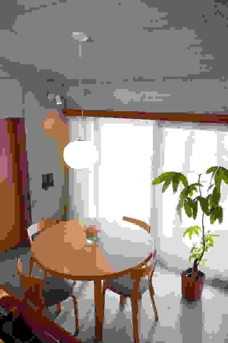 雁木のある家 オリジナルデザインの ダイニング の YASUO TERUI Architects Inc. オリジナル