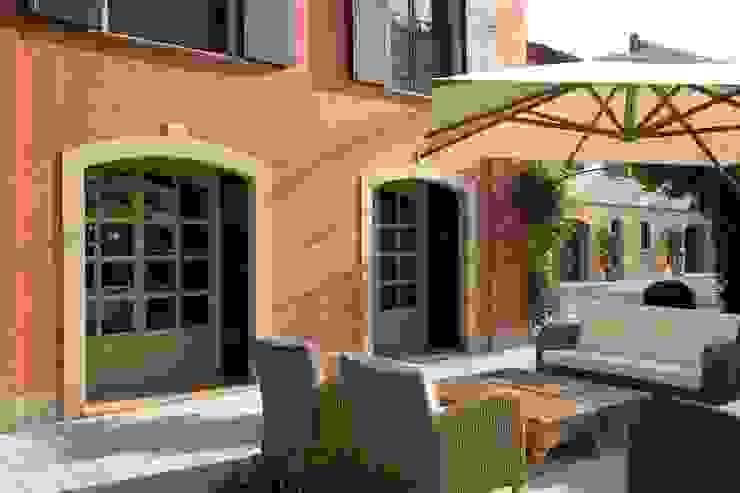 SULLE COLLINE REGGIANE ADS Studio di Architettura Balcone, Veranda & Terrazza in stile classico