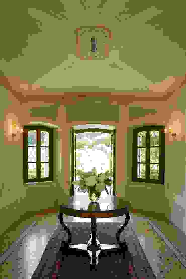 SULLE COLLINE REGGIANE ADS Studio di Architettura Ingresso, Corridoio & Scale in stile classico