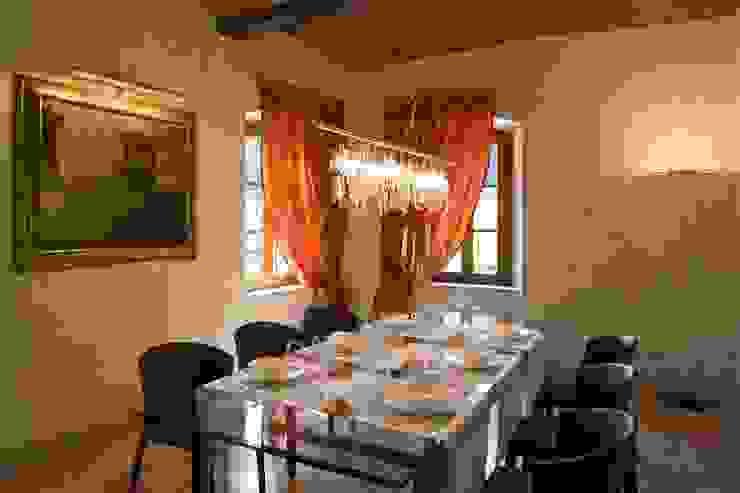SULLE COLLINE REGGIANE ADS Studio di Architettura Sala da pranzo in stile classico