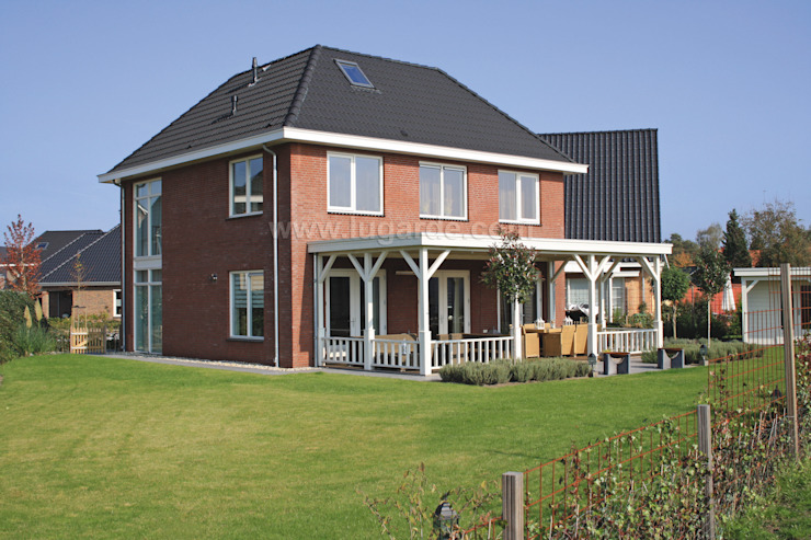 Classic style balcony, porch & terrace by Lugarde BV Classic
