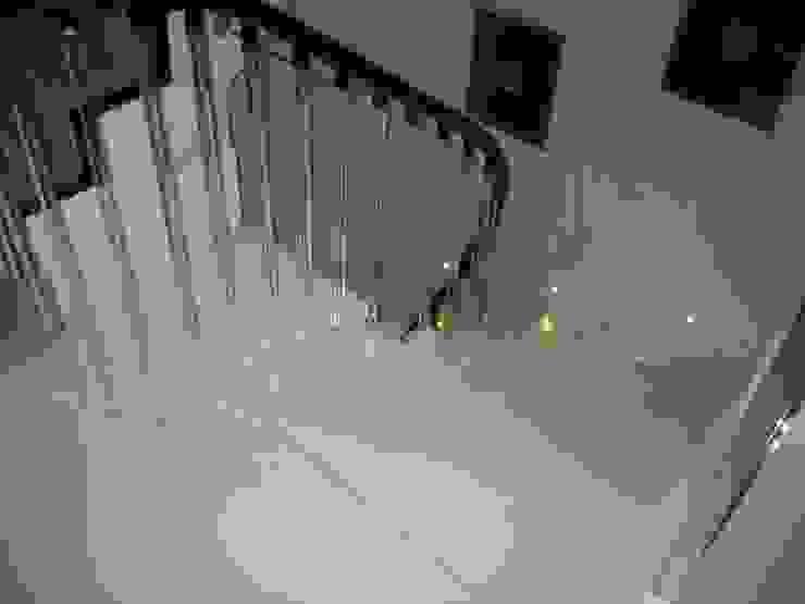 White Japonais: floors, steps in a mansion Modern corridor, hallway & stairs by Stoneville (UK) Ltd Modern