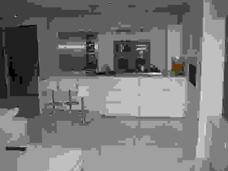 White Japonais: floors, steps in a mansion Modern kitchen by Stoneville (UK) Ltd Modern