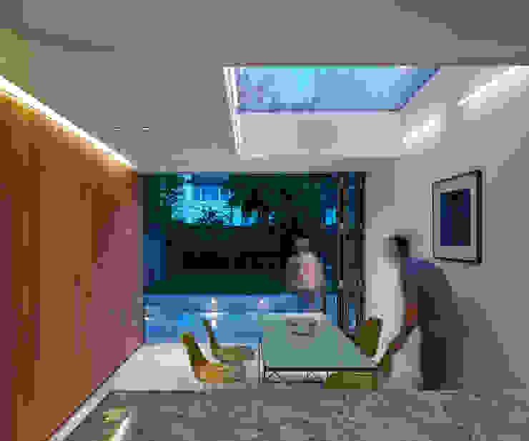 Salas de jantar  por Neil Dusheiko Architects