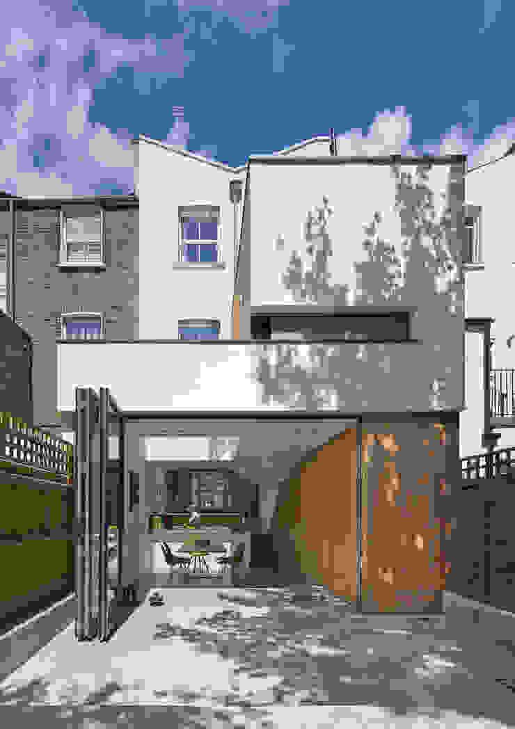 Rear elevation of the Islington House Neil Dusheiko Architects Maisons mitoyennes