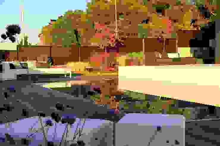 modern  door La Paisajista - Jardines con Alma, Modern