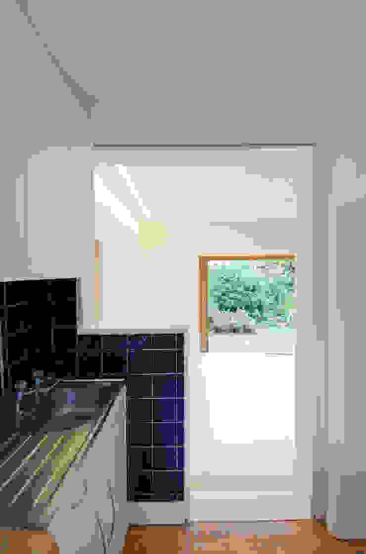 Kitchen entrance detail Modern kitchen by Neil Dusheiko Architects Modern