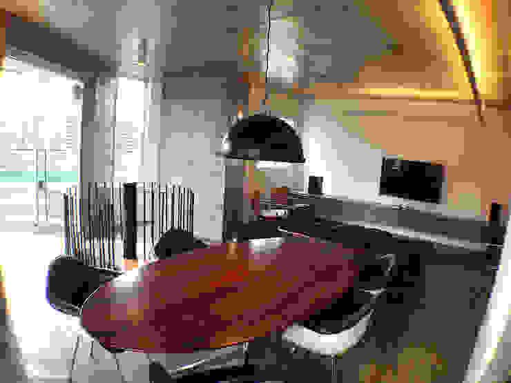 Dining room by ODVO Arquitetura e Urbanismo