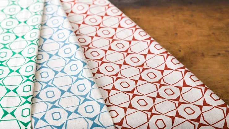 Cotton and linen hand screen printed fabrics von akin & suri Skandinavisch