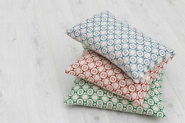 Cotton and linen hand screen printed cushions od akin & suri Skandynawski