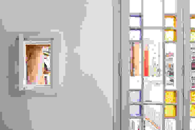 """Rehabilitación de Piso en el """"Eixample"""" de Barcelona Puertas y ventanas de estilo ecléctico de IF arquitectos Ecléctico"""