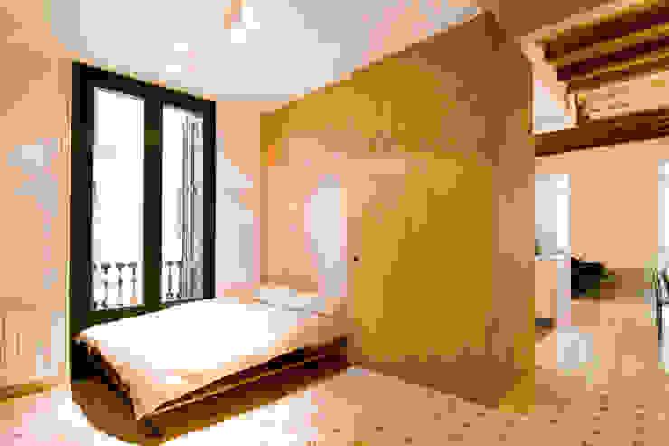 """Rehabilitación de Piso en el """"Eixample"""" de Barcelona Dormitorios de estilo ecléctico de IF arquitectos Ecléctico"""