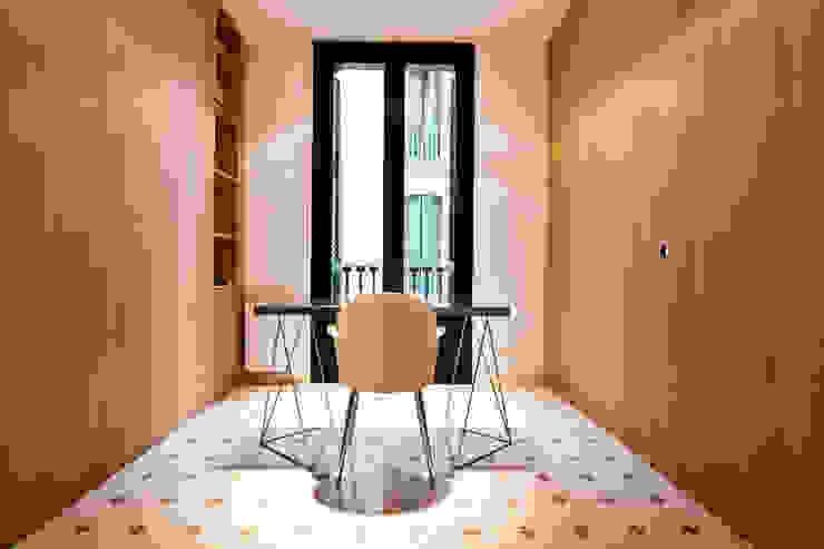 """Rehabilitación de Piso en el """"Eixample"""" de Barcelona Estudios y oficinas eclécticos de IF arquitectos Ecléctico"""