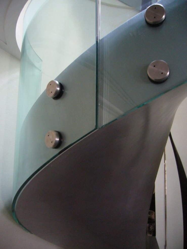 Curved bolted glass balustrade Minimalist corridor, hallway & stairs by Ion Glass Minimalist