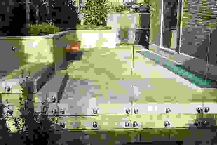 External frameless glass balustrade Minimalist style garden by Ion Glass Minimalist