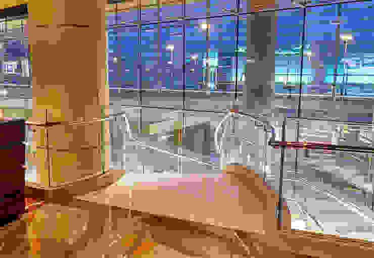 Curved glass balustrade at Kempinski Hotel, Bahrain Modern hotels by Ion Glass Modern