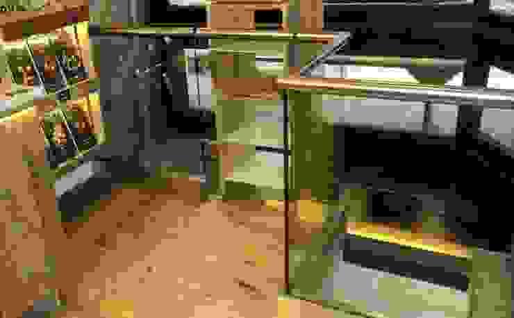 Frameless glass balustrade for shop Modern shopping centres by Ion Glass Modern