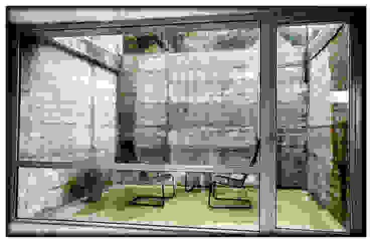 Casa en Dosrius - Barcelona Balcones y terrazas de estilo minimalista de IF arquitectos Minimalista
