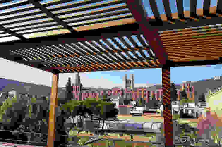 Detalle de la cubierta de la pérgola Balcones y terrazas de estilo colonial de mobla manufactured architecture scp Colonial