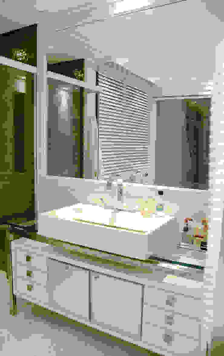 Apartamento Cond. Solar do Mar Banheiros modernos por Mantovani e Rita Arquitetura Moderno