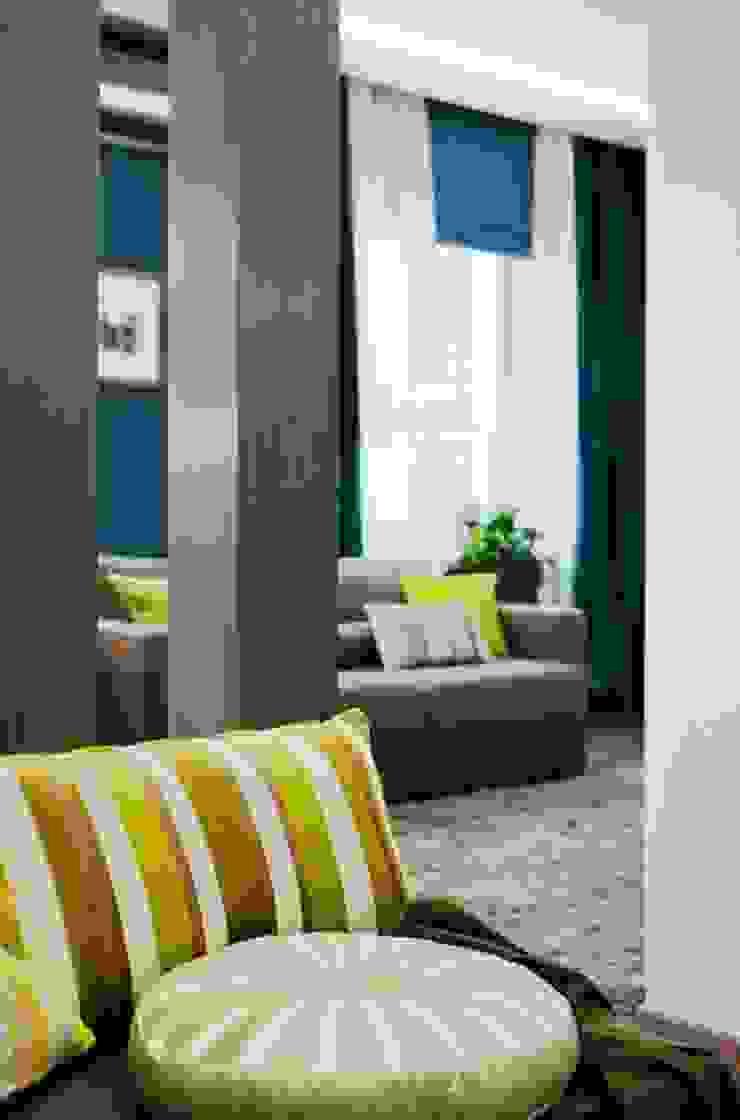 Elegant Moscow Residence Modern living room by Kulyk Interior Design Studio Modern