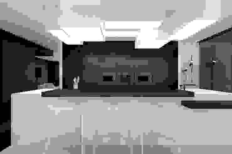 ミニマルデザインの キッチン の KUOO ARCHITECTS ミニマル